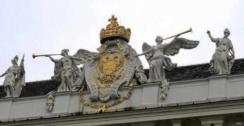 Герб на дворце Ховбург