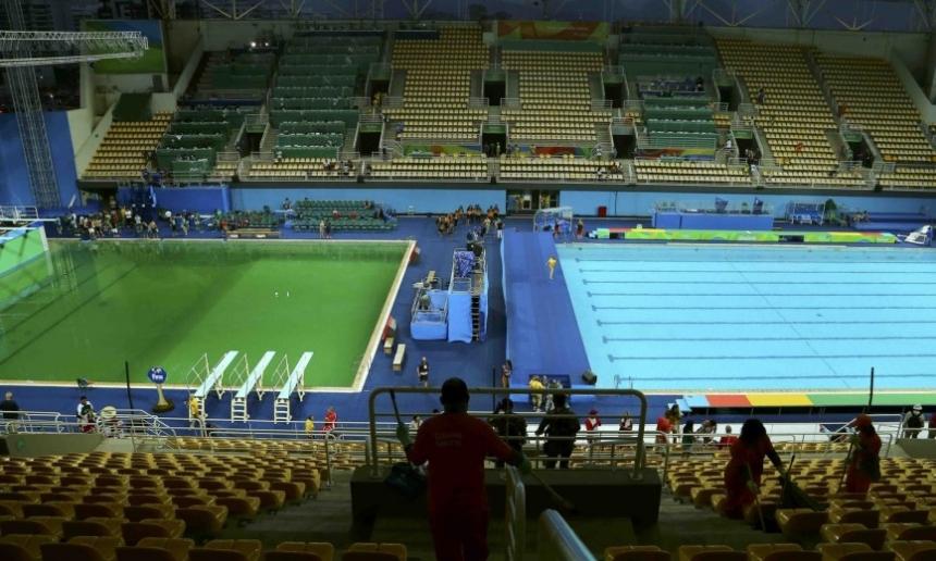 Названа причина позеленения воды волимпийском бассейне Рио