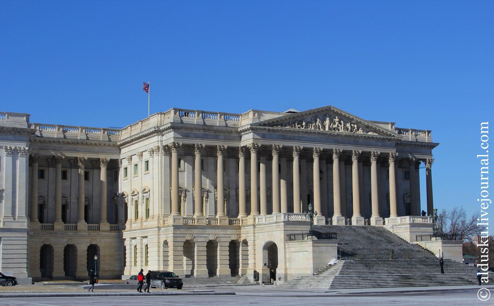 Правое крыло Капитолея