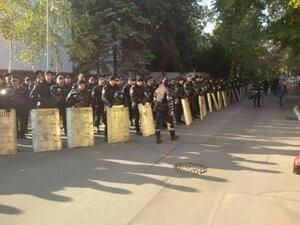 Кишинёв лайв: начинается марш протеста, люди идут к Парламенту