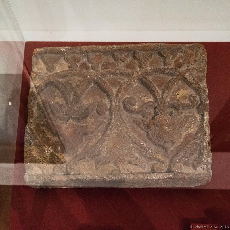 Плита из фриза дворца царевича Дмитрия в Угличе. Вторая половина XV – первая половина XVI в.
