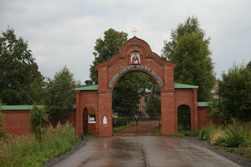Антониево-Дымский монастырь в Тихвине - Главные ворота