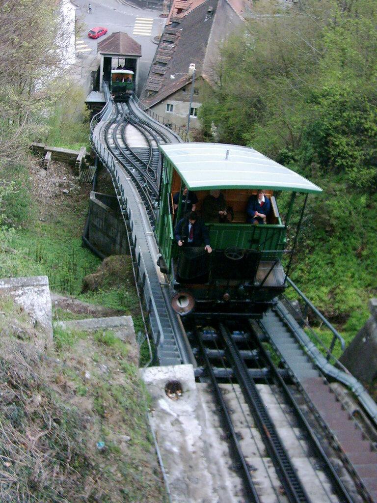 Fribourg_funicular Фуникулёр в Швейцарии.jpg