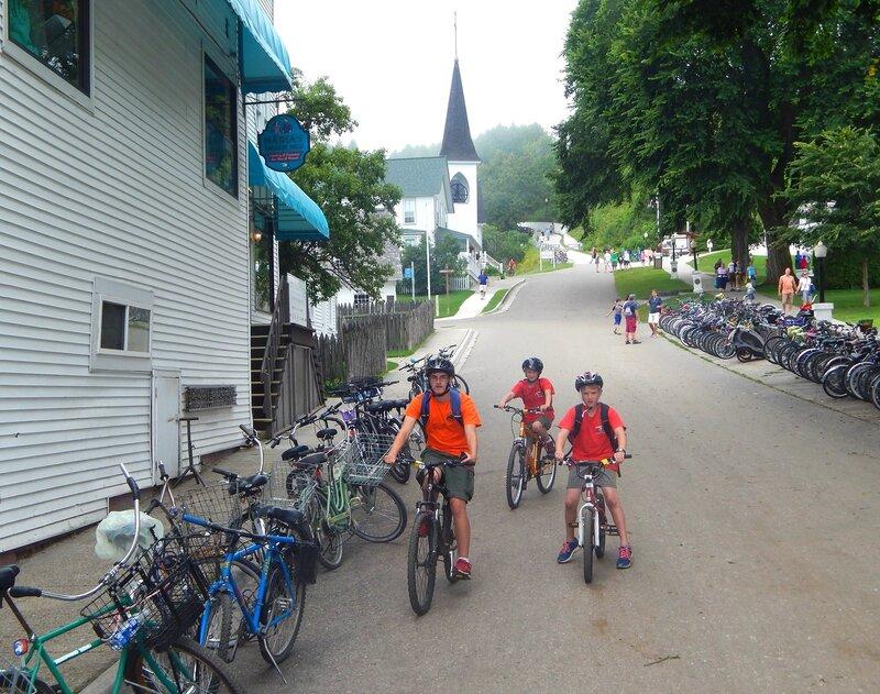 Остров лошадей и велосипедов.