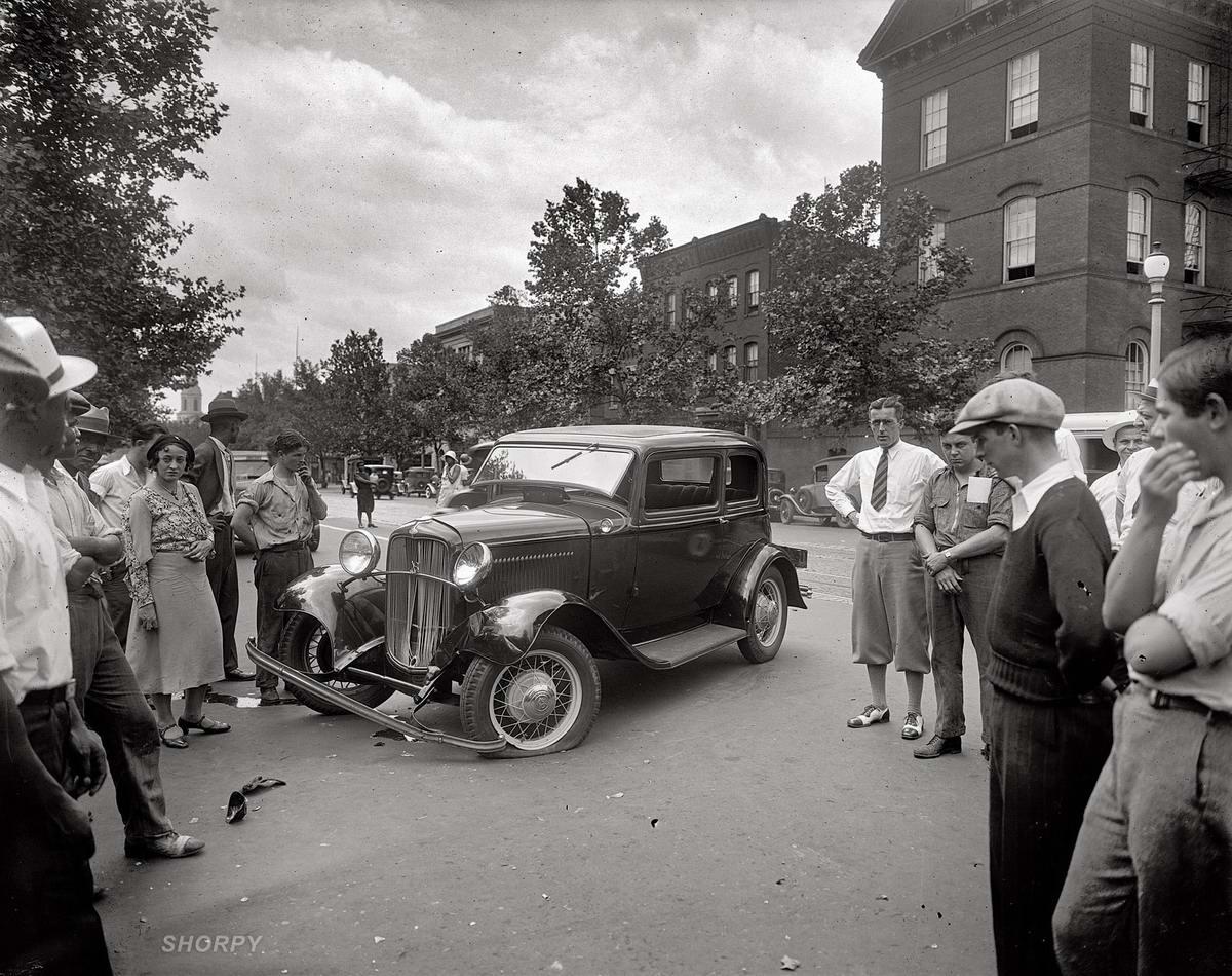 Лопнуло колесо: Дорожная сцена на одной из улиц Вашингтона (1932 год)