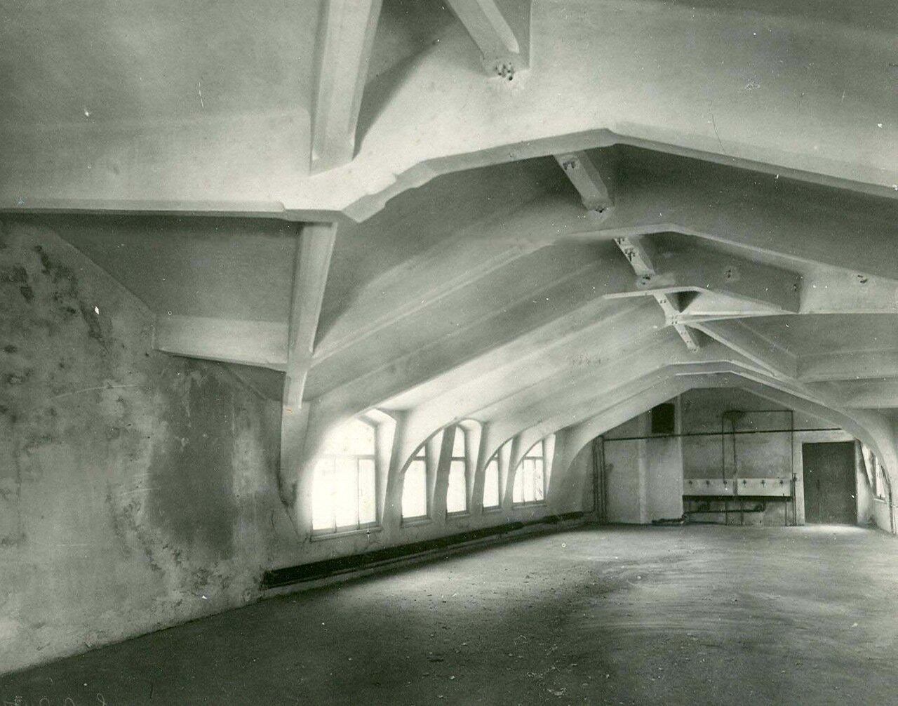 07. Образец железо-бетонной конструкции чердачного помещения