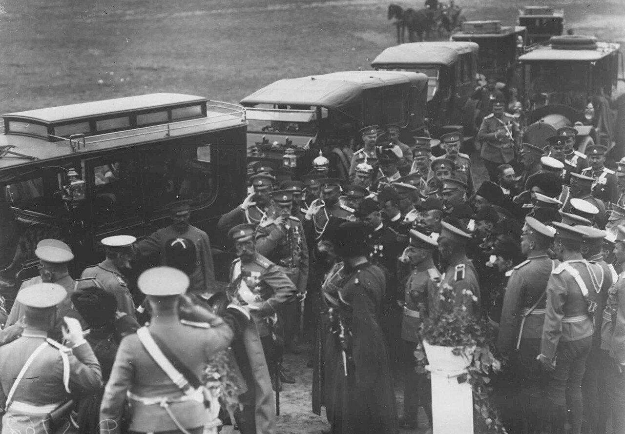 29. Император Николай II и офицеры у легковых автомобилей на плацу после окончания смотра войск. 30 июля 1912