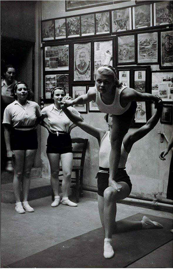 1935. Гимнастки