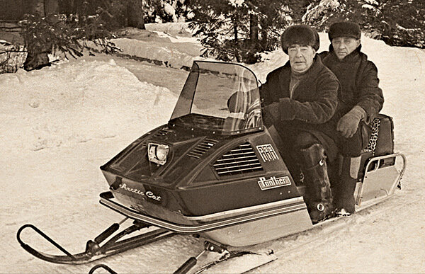 На отдыхе в Завидово Леонид Ильич любил покататься на снегоходеФото В. Мусаэльяна