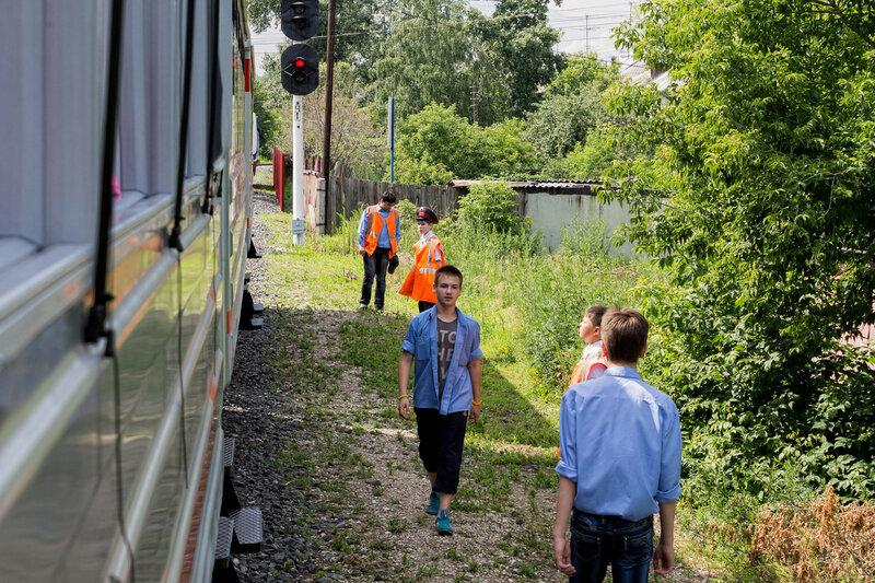 Проверка поезда детьми
