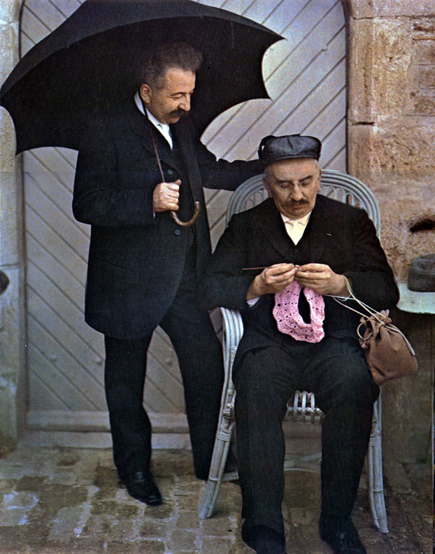 1906c Auguste and Louis Lumiere playfully posing for an Autochrome2.jpg
