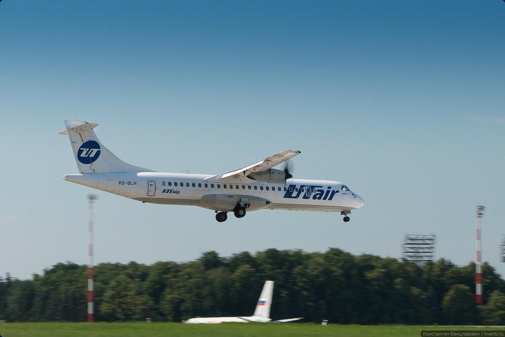 ATR-72 интересно заходит на посадку