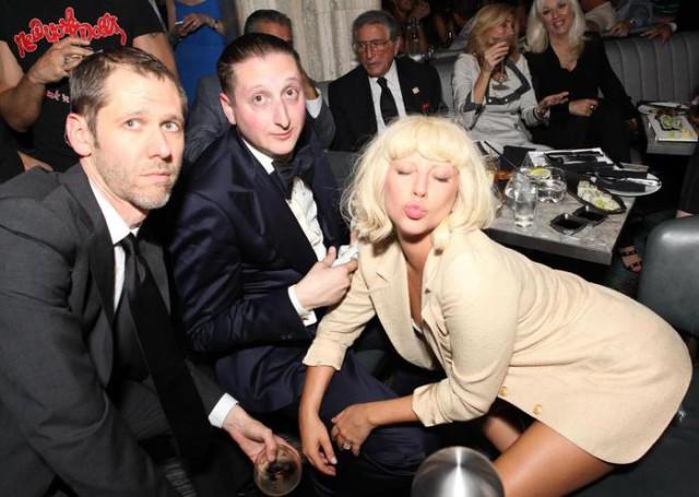 Леди Гага обнажила на улице грудь