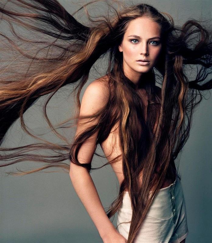 fotomodeli-devushki-blondinki-ogolennie-domashnee-video-intimnogo-haraktera