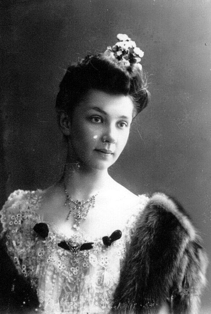 Старшая дочь П.А.Столыпина Мария в бальном платье