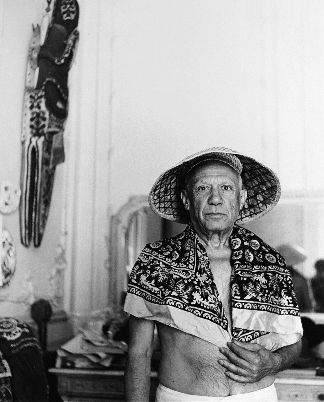 1956. Пикассо в его студии в Каннах на вилле «Калифорния»