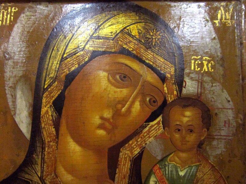 Казанская икона Божией Матери. Первая половина XVII века. Фрагмент.