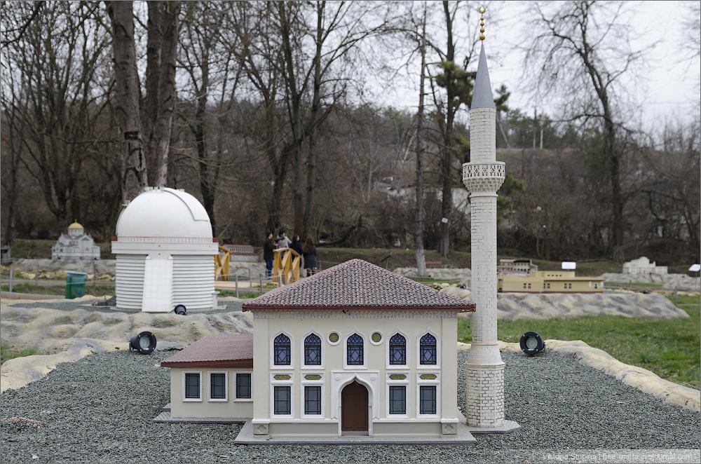 Мечеть Орта-Джаме в Бахчисарае. Парк миниатюр.