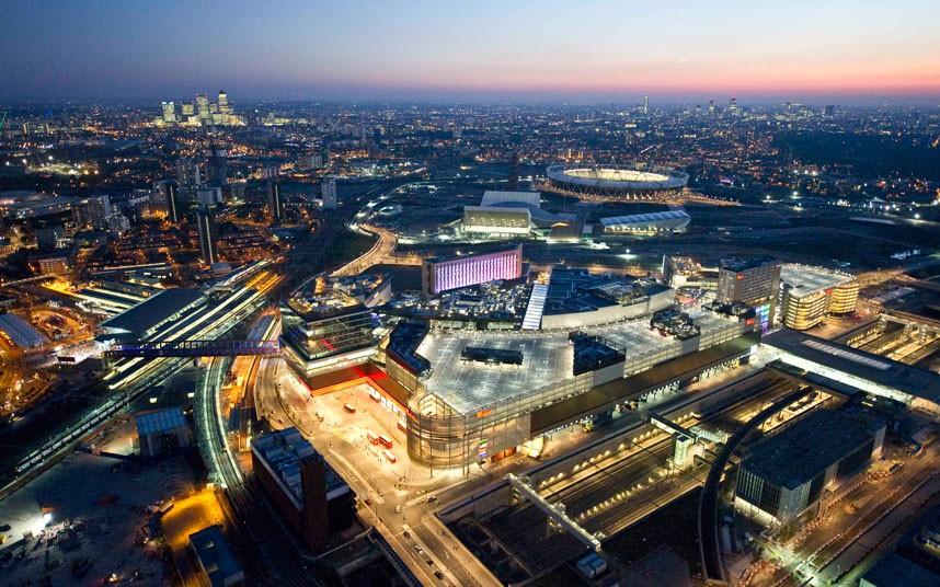 15. Постоянно меняющийся пейзаж Лондона с кварталом Кэнэри-Уорф, Олимпийским стадионом и новым торго