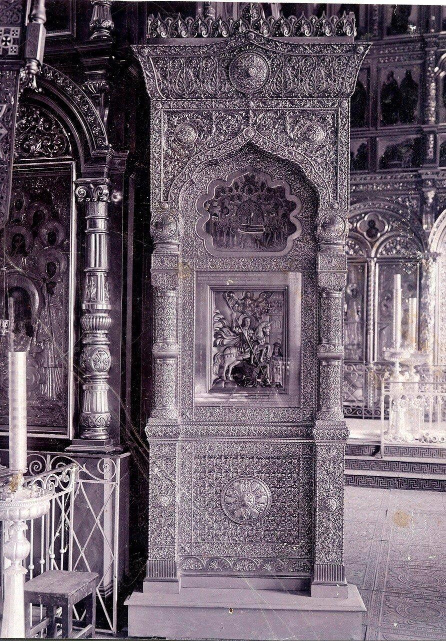 Резная киота для хранения древней иконы Святого Георгия в Белом (Успенском) соборе