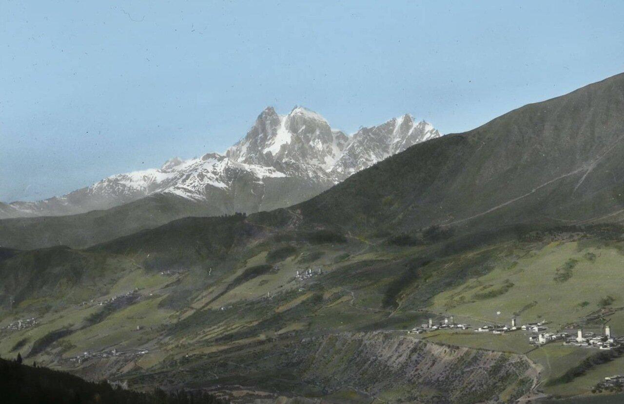 Вид горы Ушбы и селения в Сванетии