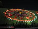 Действующие часы из живых цветов на Поклонной горе
