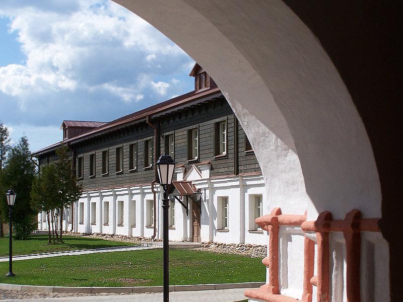 Дата публикации: r_date в 11:41.  Ответить.  Вход в Иверский Богородицкий Святоезерский мужской монастырь.