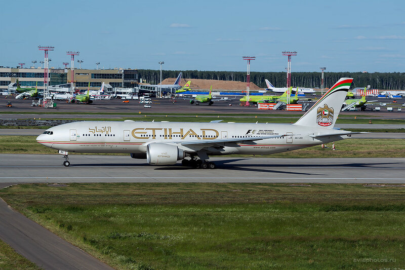 Boeing 777-237/LR (A6-LRC) Etihad D808940