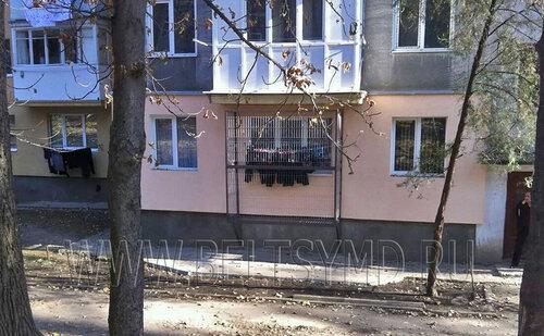 Жители первых этажей в Бельцах «спасают» своё бельё
