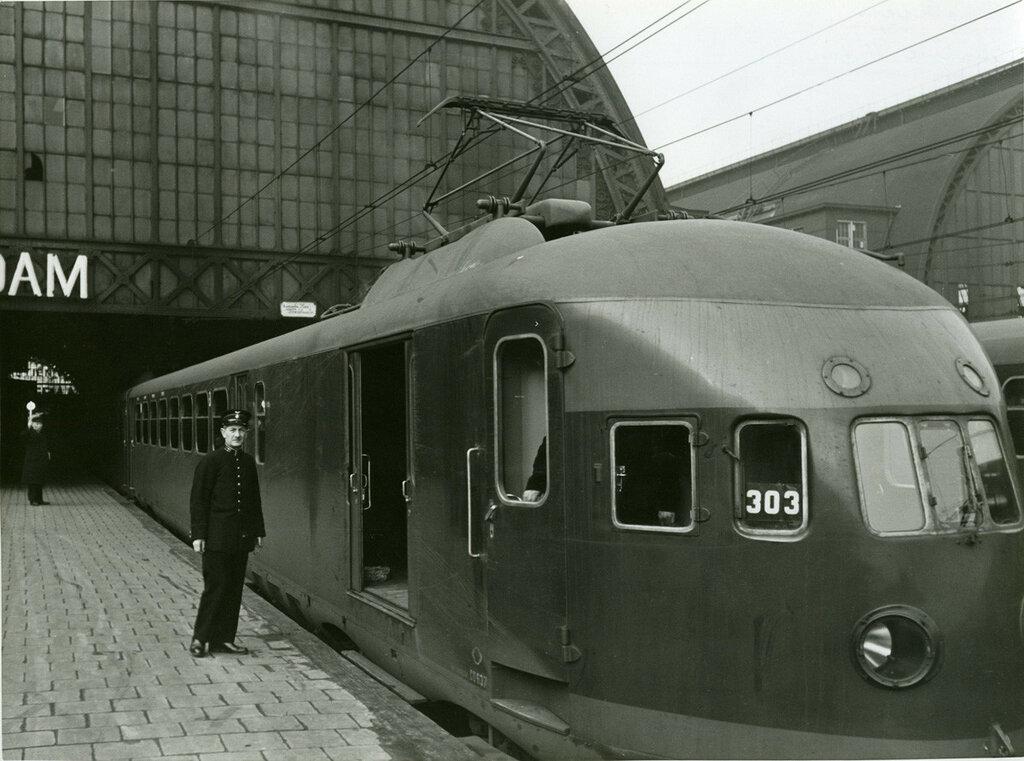 1939 Centraal Station van Amsterdam op 21 september 1939.jpg
