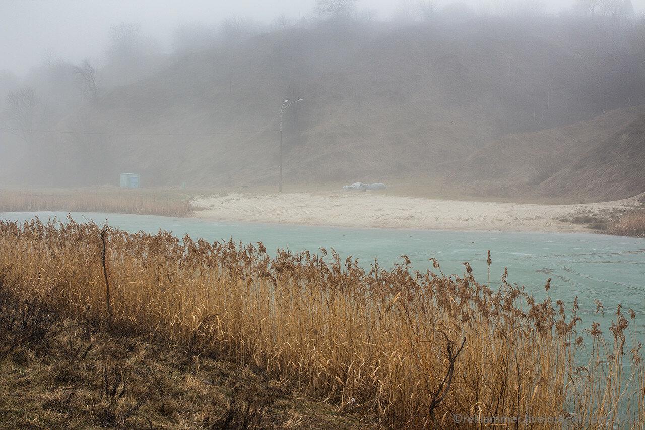 озеро, камыши, лед на озере