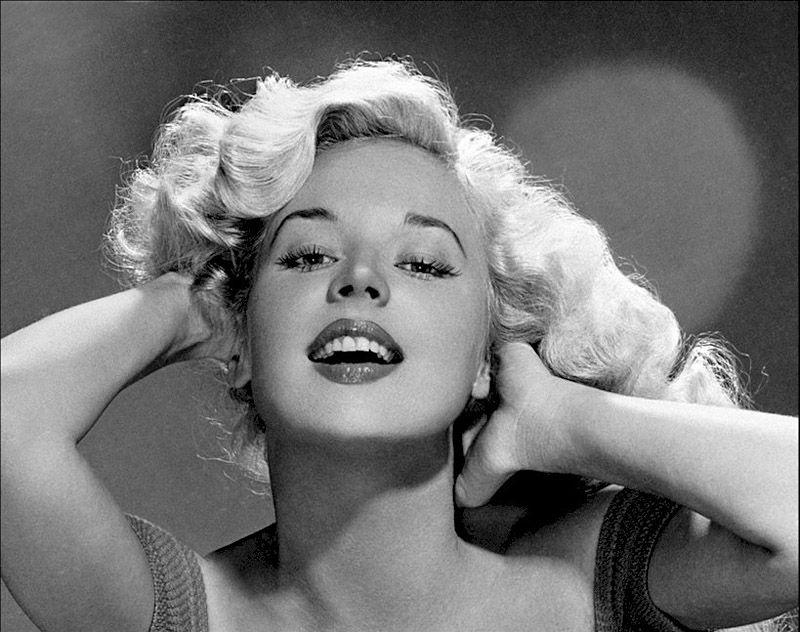 3. Бетти родилась 2 августа 1935 года.