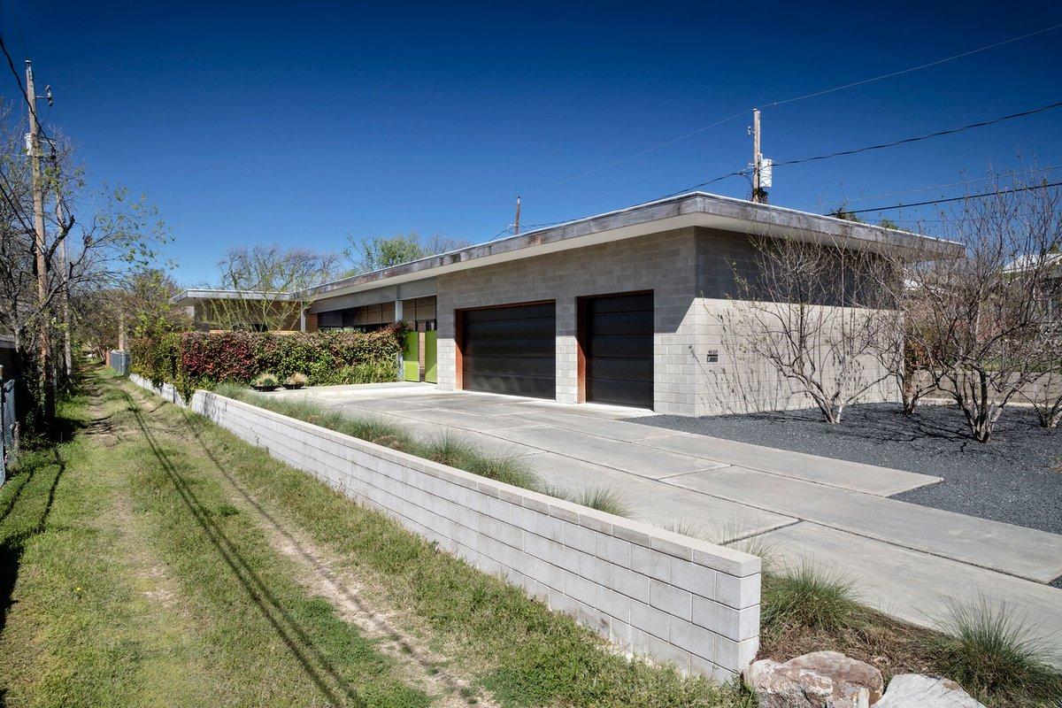 Современный коттедж с гаражом
