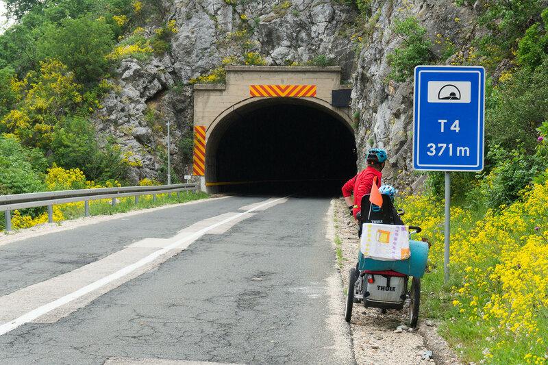 туннель на шоссе 34 вдоль Дуная, сербия