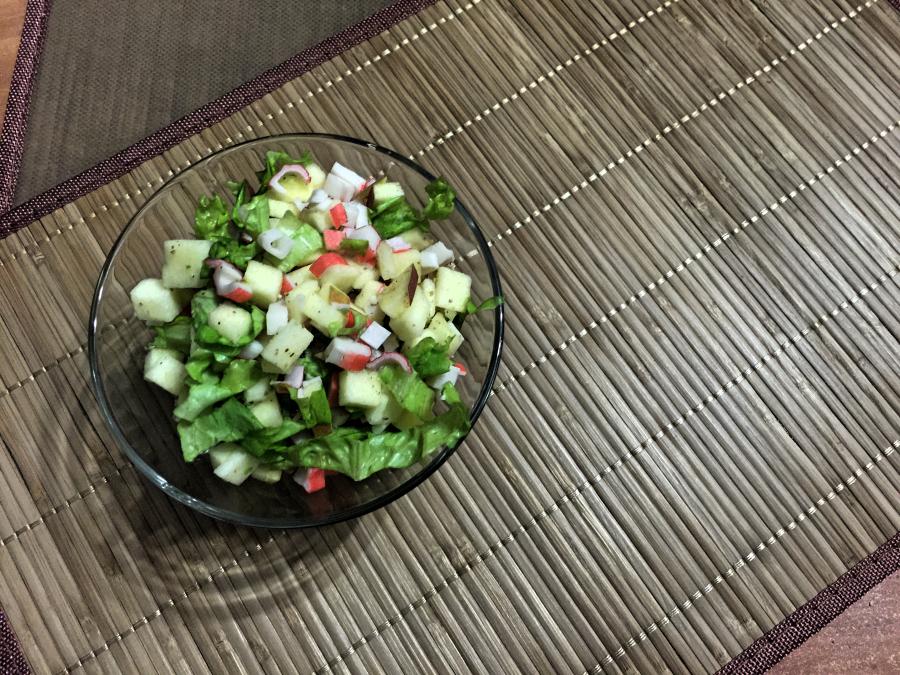 Салат яблочно-крабовый