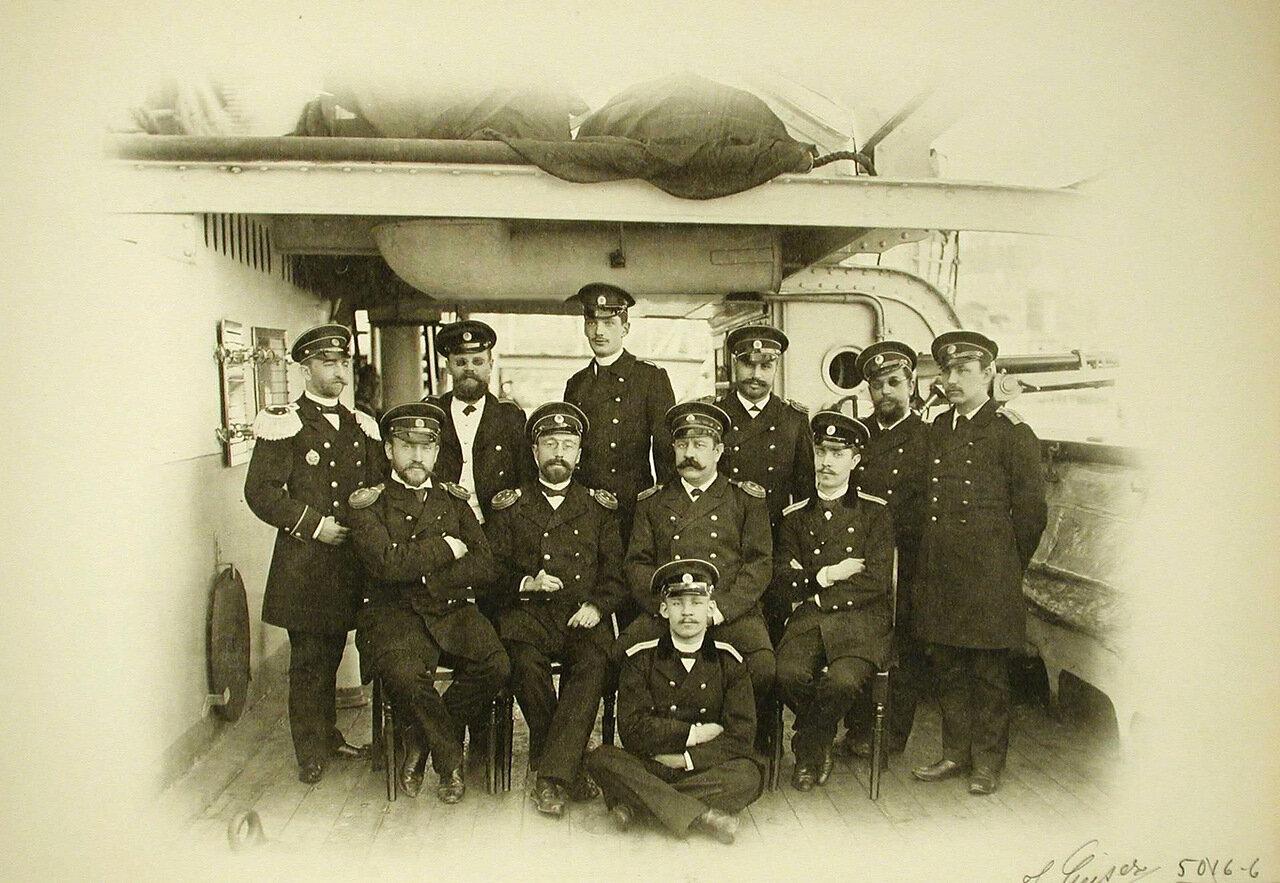 02. Группа офицеров на борту корабля