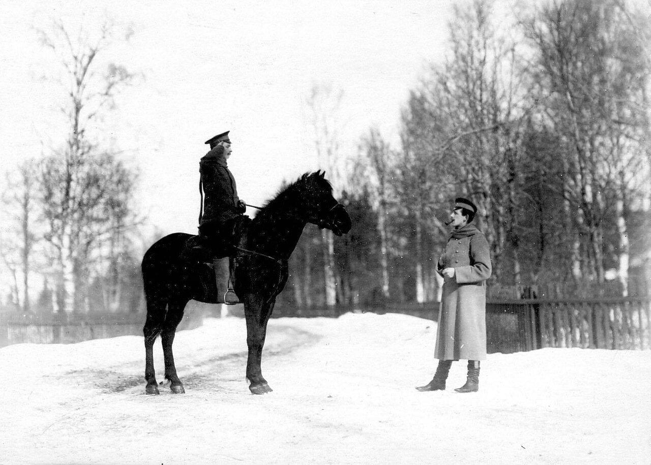 19. Офицер и рядовой пограничной стражи. 1908