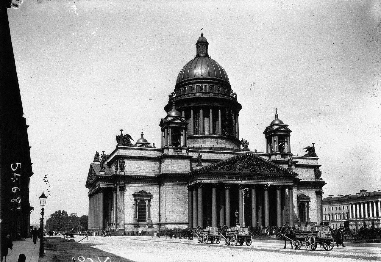 Вид на собор преподобного Исаакия Далматского
