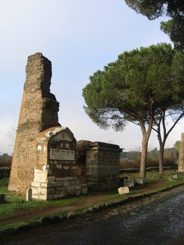 Гробница Фронтисписа и гробница Гирлянд
