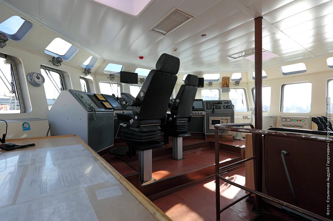 ходовая рубка многоцелевой пожарно-спасательный корабль Полковник Чернышев