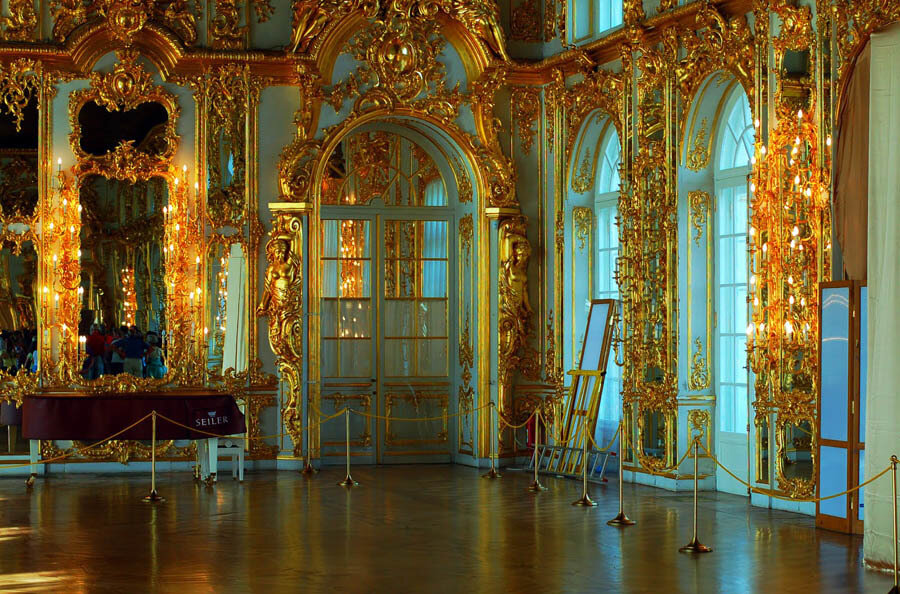 мужем фото петергофского дворца что