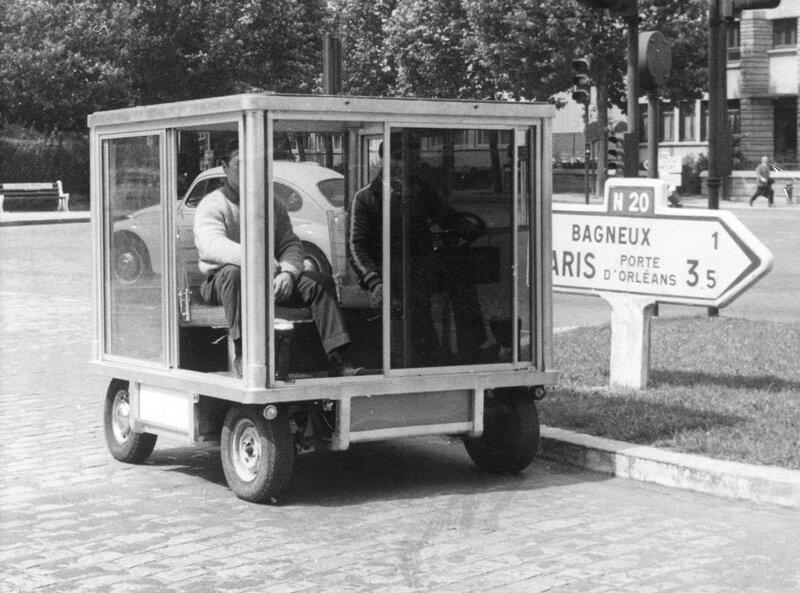 Прототип автомобиля для города. Обеспечивает легкий доступ со всех четырех сторон и может развивать скорость 95 км час. 1967 год.jpg