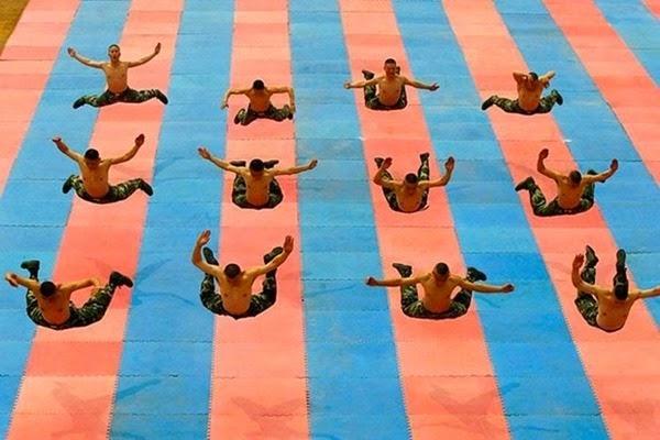 Радостные фотографии прыгающих людей и животных 0 130934 2158797a orig