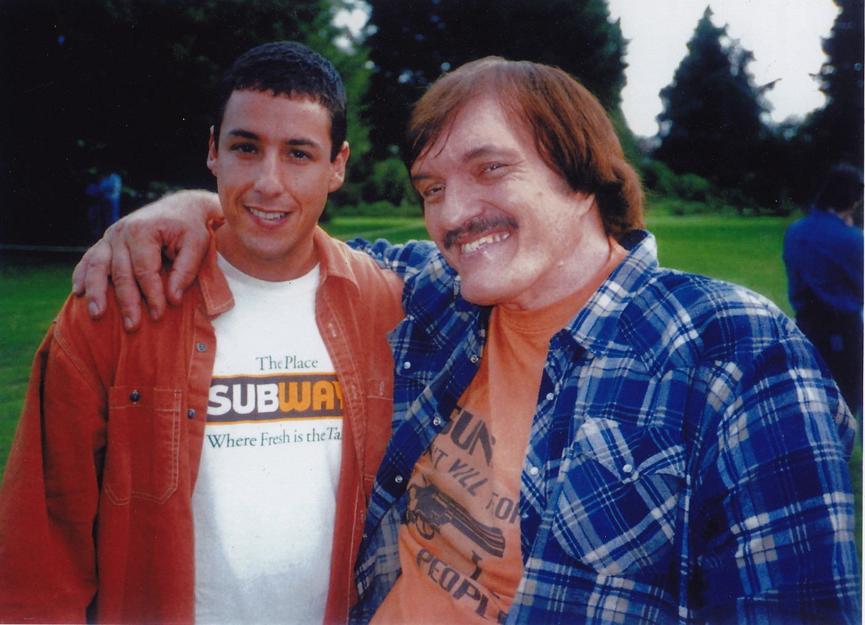 Адам Сэндлер и Ричард Кил на съемках комедии «Счастливчик Гилмор», 1995 год