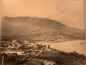 Вид на город со стороны  Ливадии. Ялта