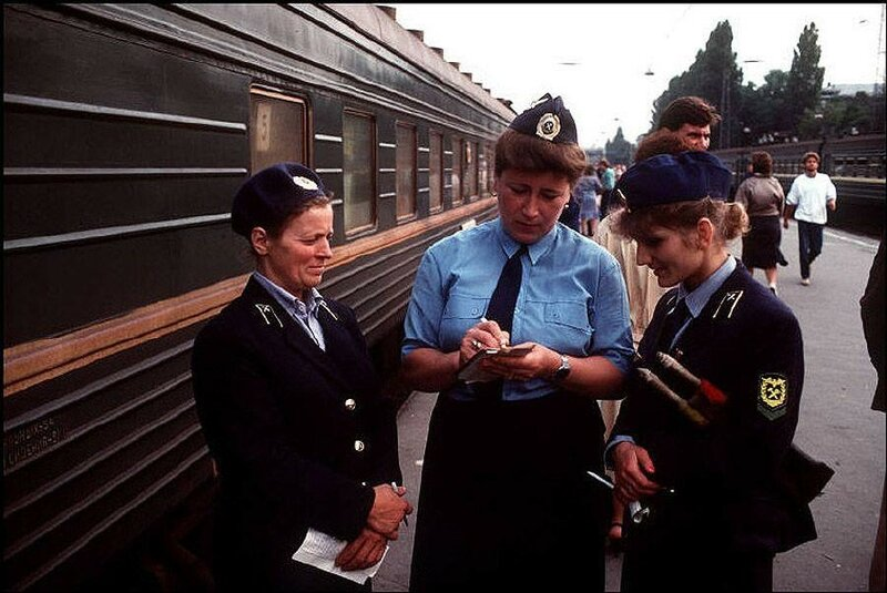 Одесса. Проводницы на вокзале. 1988 год.