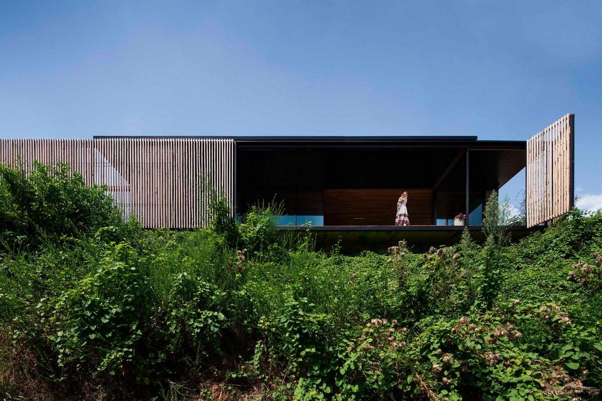 ARCHIER, открывающаяся крыша дома, Sawmill House, бетонные блоки для стен дома, солнечные батареи на крыше дома, дома в австралии фото