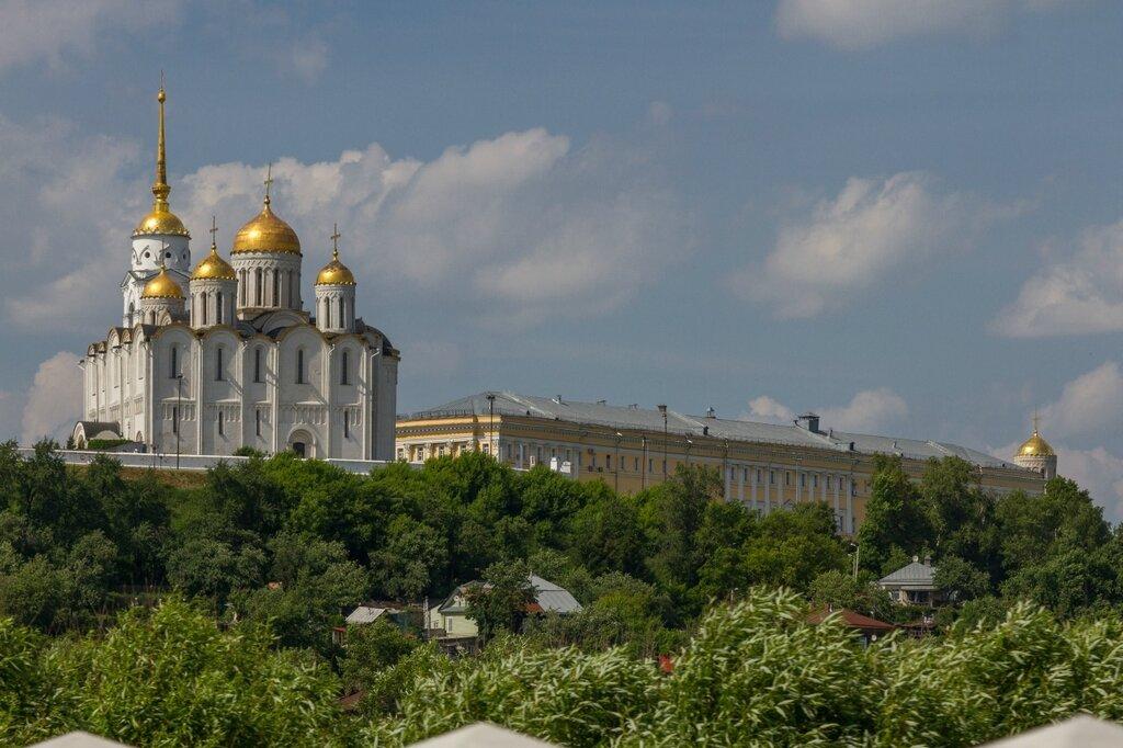 Успенский собор, здание Губернских присутственных мест и Дмитриевский собор