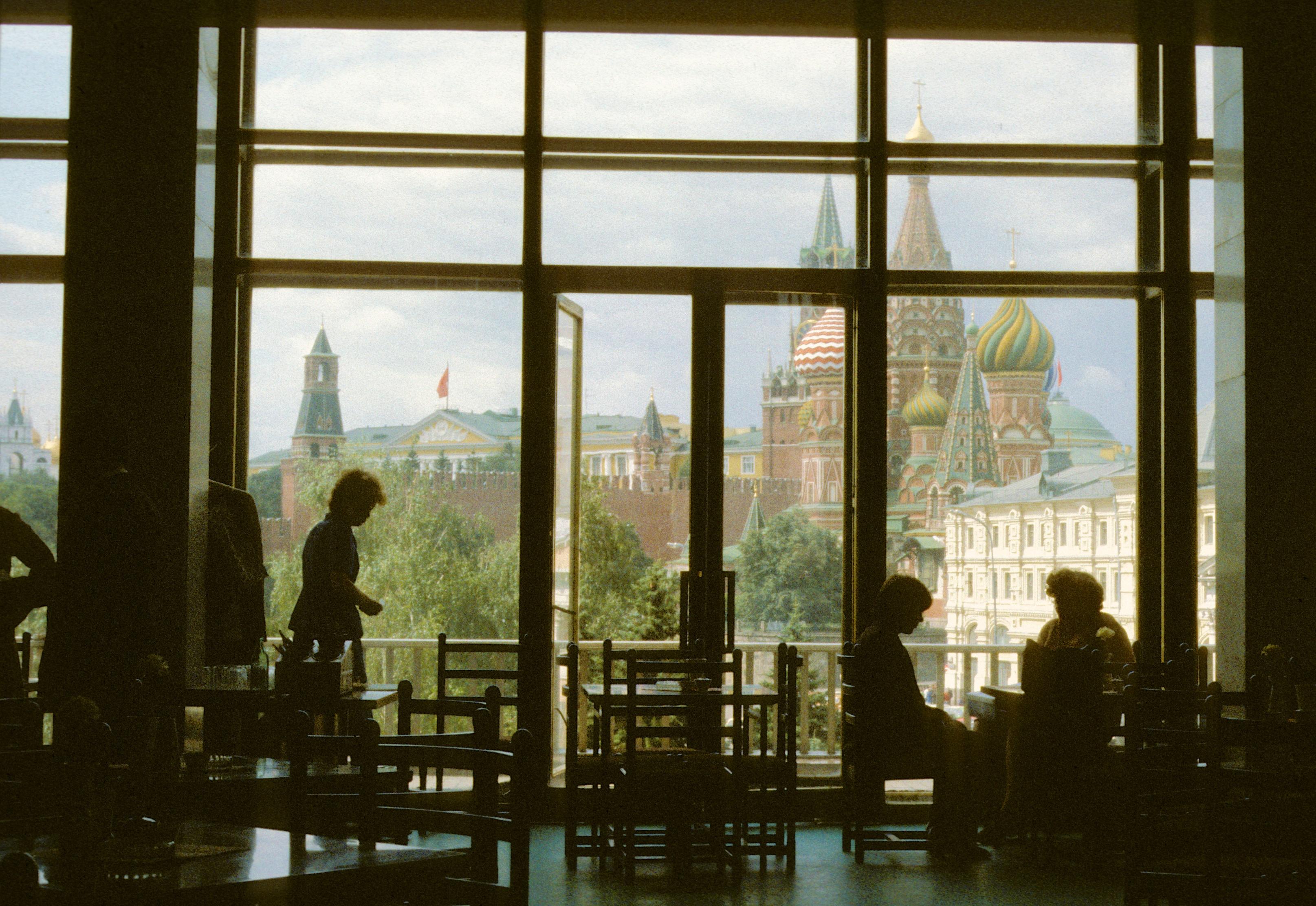Гостиница «Россия». Вид на Кремль
