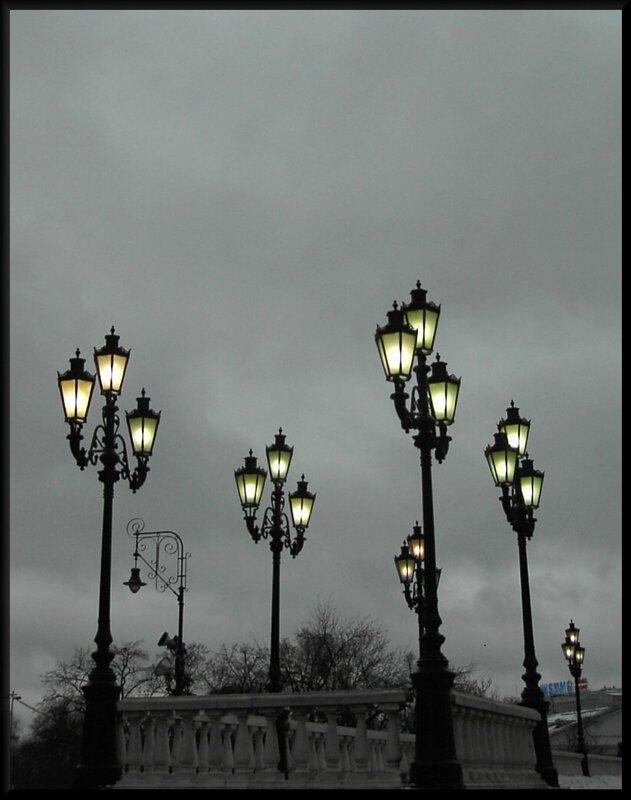 И не дают они людям сбиться с пути, ночные спутники-фонари
